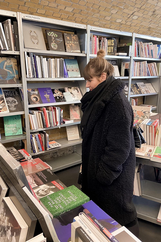 Bücher stöbern im Bücherbogen in Berlin-Charlottenburg