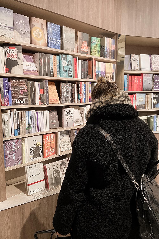 Bücherkaufen im Ocelot in Berlin Mitte