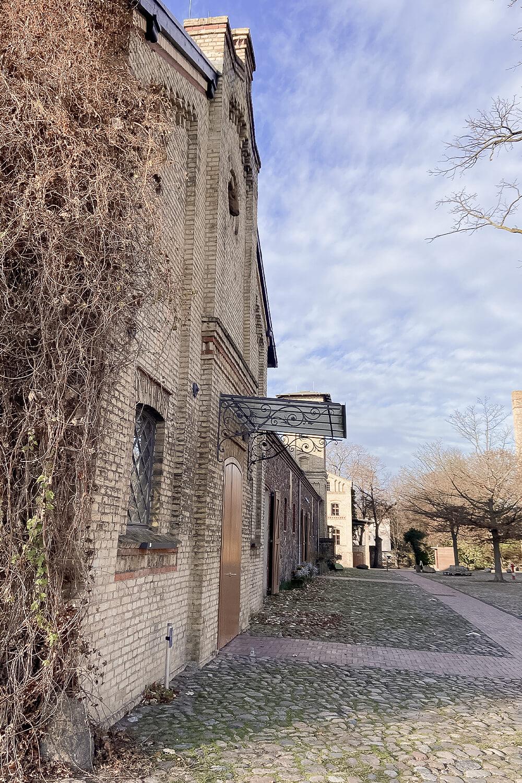 Blick auf Fassaden auf dem Gutshof Britz