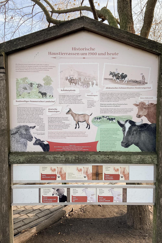 Tafel zur historischen Nutztierhaltung auf dem Gutshof Britz