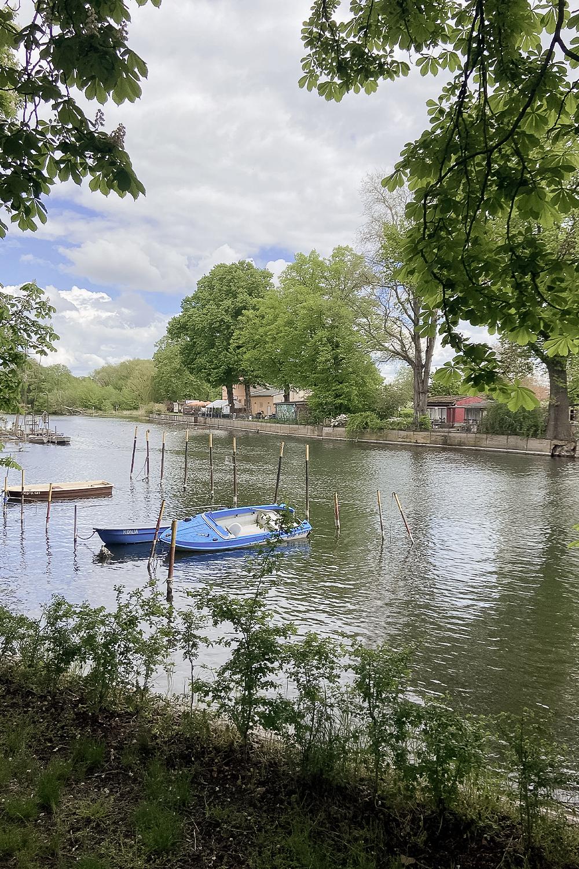 Blick auf Boot auf der Havel in Brandenburg an der Havel