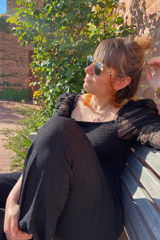 in der Sonne sitzen in den Gärten der Welt