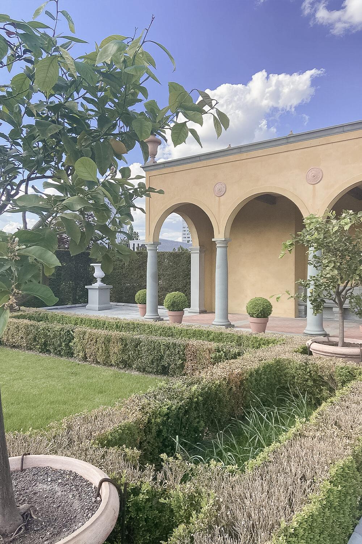 Terrasse im Italienischem Garten in den Gärten der Welt Berlin