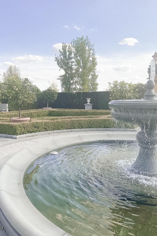 Brunnen im italienischen Garten der Gärten der Welt