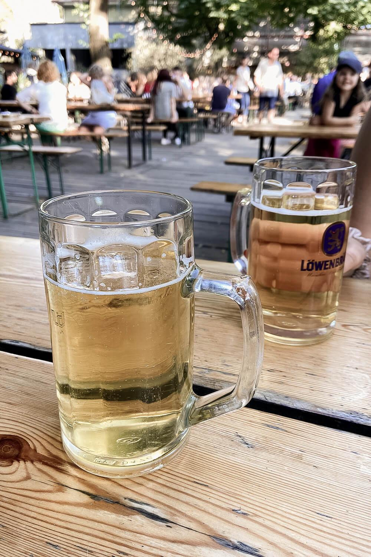Löwenbräu im Café am neue See