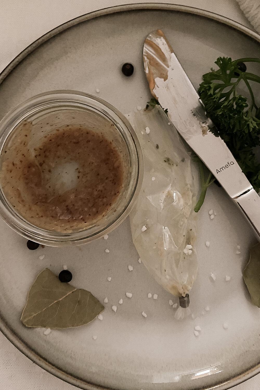 aufgegessene Weisswurstkiste