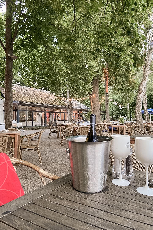 Getränke im Gastgarten im Lindwerder