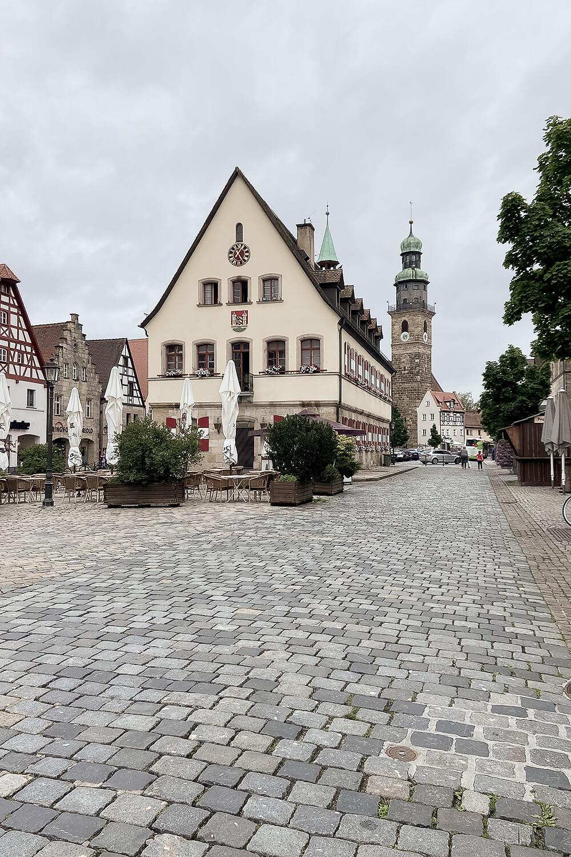 Historisches Rathaus und Marktplatz in Lauf an der Pegnitz