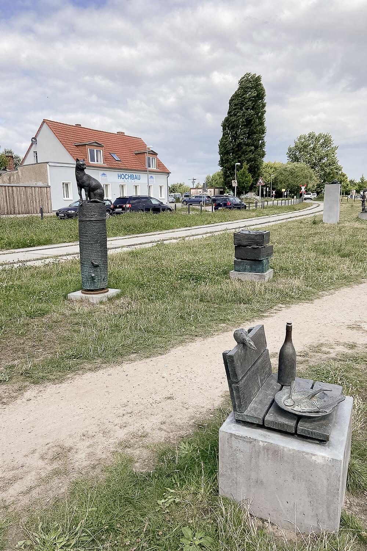 Statuen am Museumshafen in Greifswald