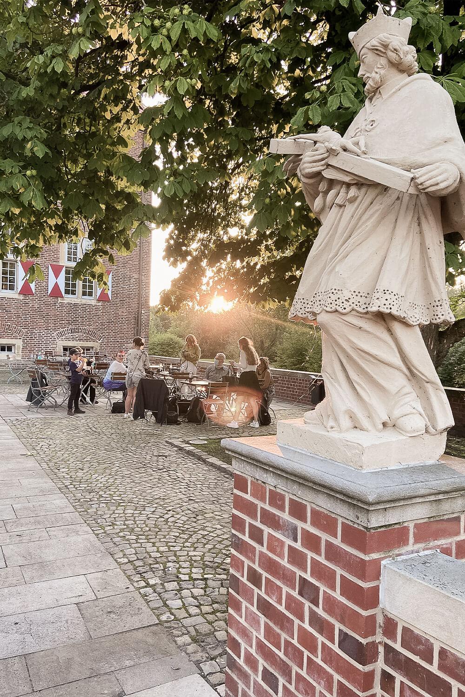 Bloggergruppe am Schloss Oberwerries in Hamm