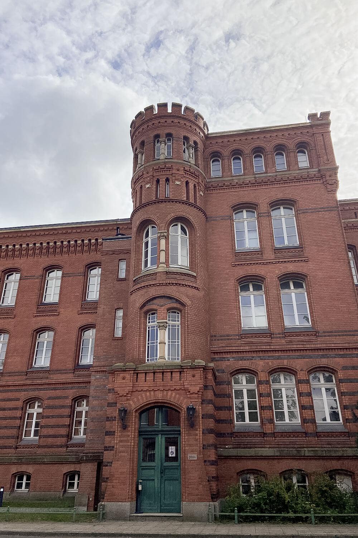 Haupgebäude Train-Kaserne
